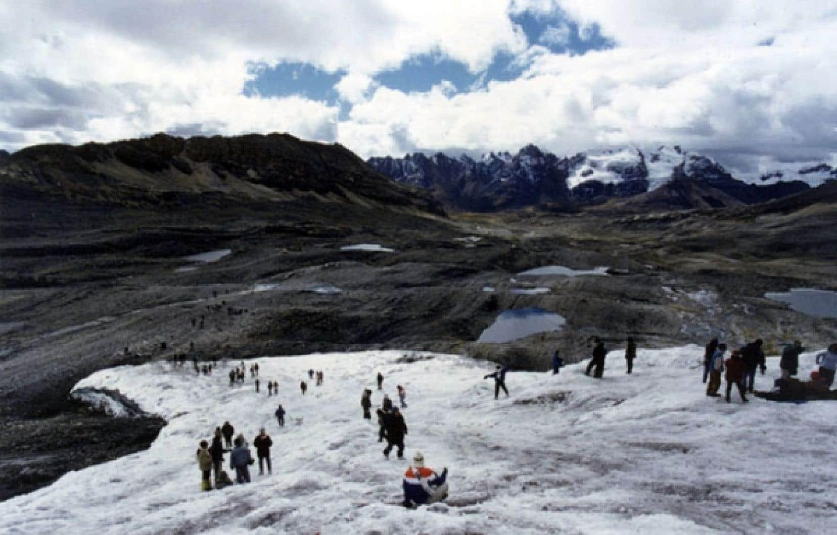 Un glacier en voie de disparition dans la Cordillère des Andes.