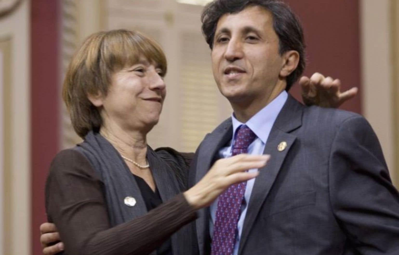 Après avoir prêté les serments d'usage au Salon rouge de l'Assemblée nationale, Françoise David et Amir Khadir ont salué les décisions prises jusqu'ici par le Parti québécois au pouvoir.