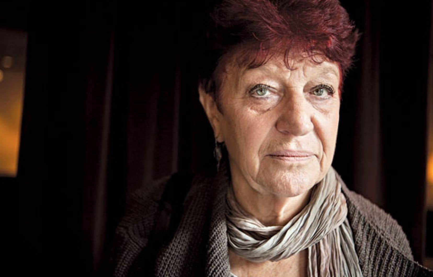 « Le passé, vous savez, qu'est-ce qu'on s'en fiche ! L'essentiel, dans une vie d'auteure, c'est l'écriture », estime Anne Sylvestre.