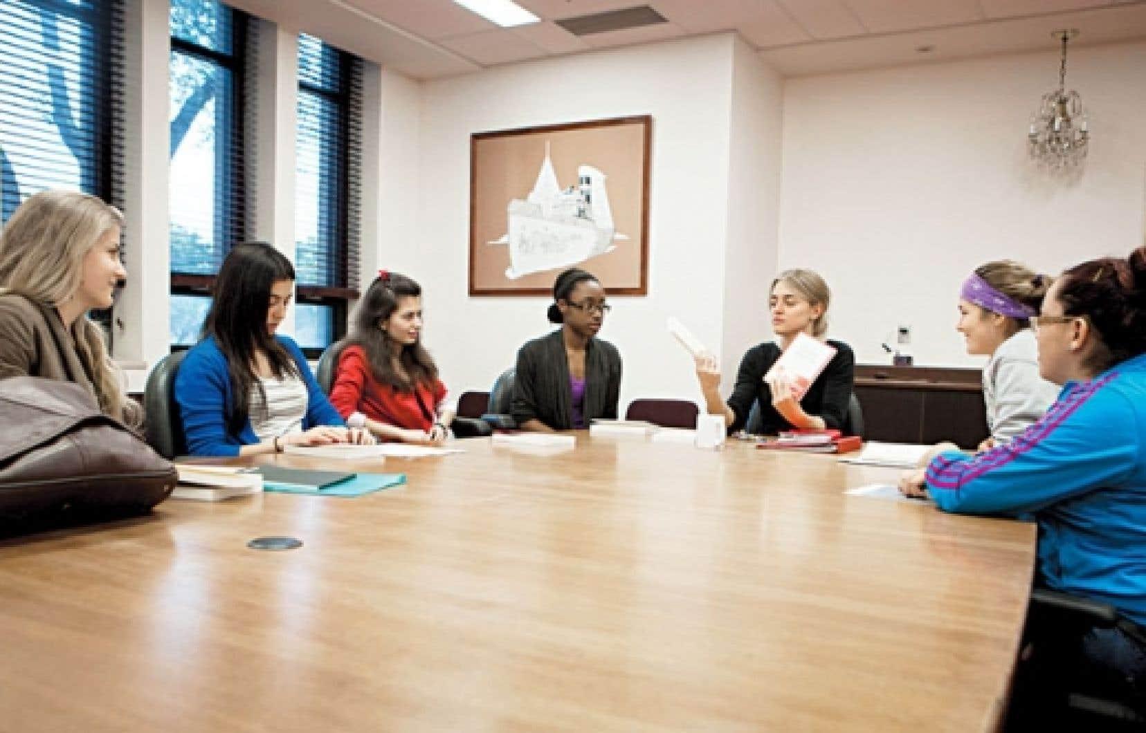 Elysa Racanelli, Ikram Mecheri, Andreea Deac, Nathalie Prévil et la prof Catherine Duranleau figurent parmi celles qui vont faire entendre la voix du Québec dans le cadre du Goncourt des lycéens 2012.