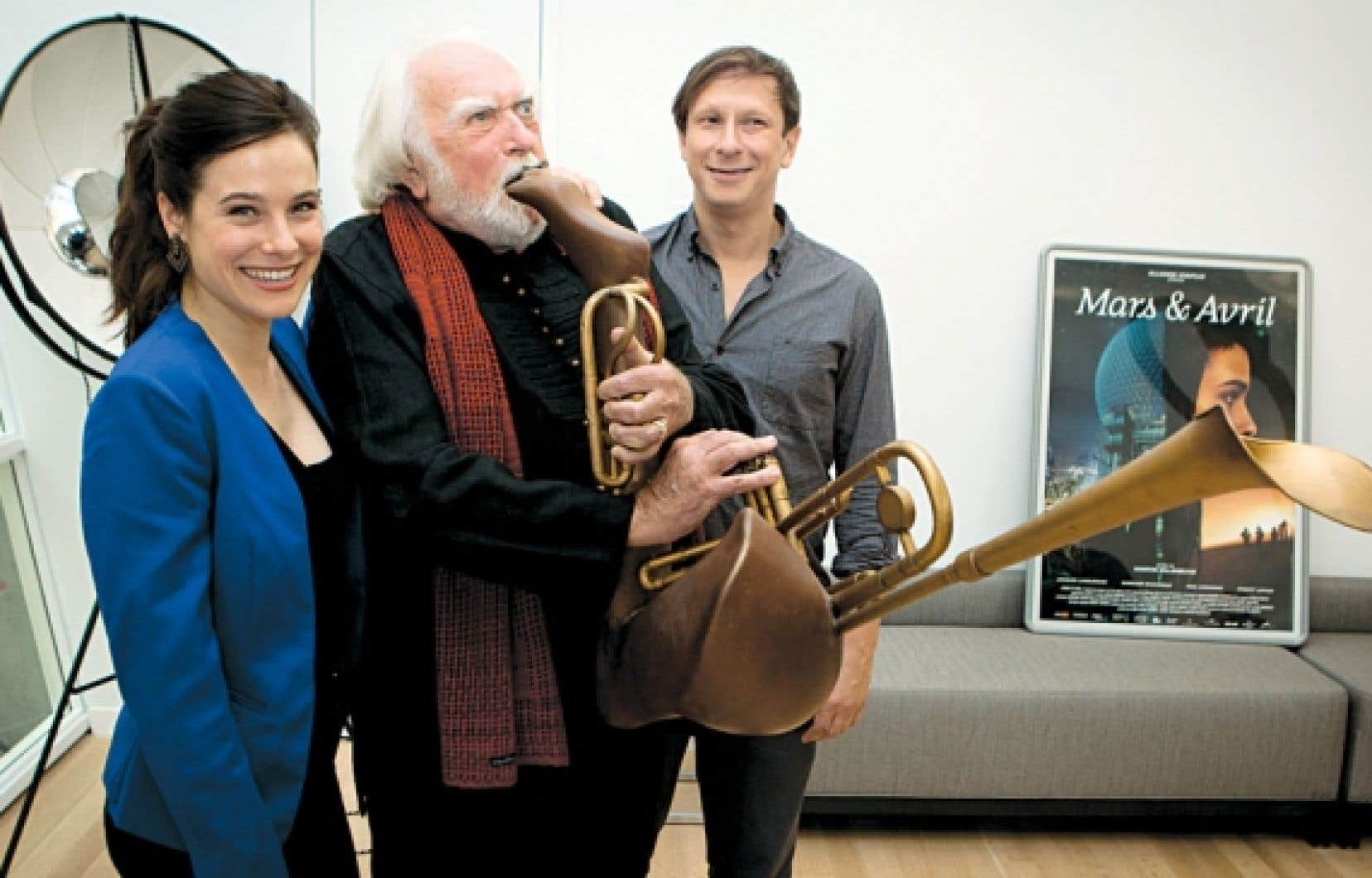 Mars et Avril met en scène une jeune photographe (Caroline Dhavernas), un fabriquant d'instruments de musique aux formes féminines (Paul Ahmarani) et le musicien qui en joue (Jacques Languirand).