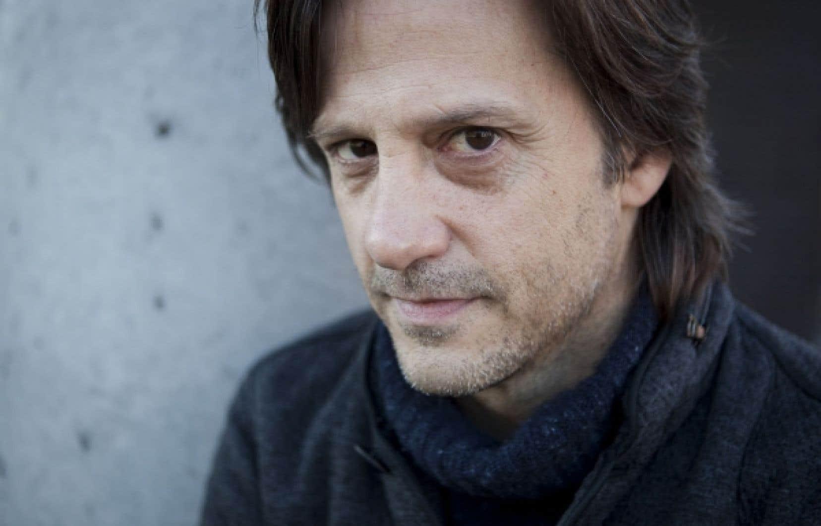 Pour Isabelle, Fabien Dupuis s'est inspiré de l'antihéros du conte d'une quinzaine de minutes qu'il a présenté dans l'édition 2010 des Contes urbains, pour en faire un solo de 75 minutes.