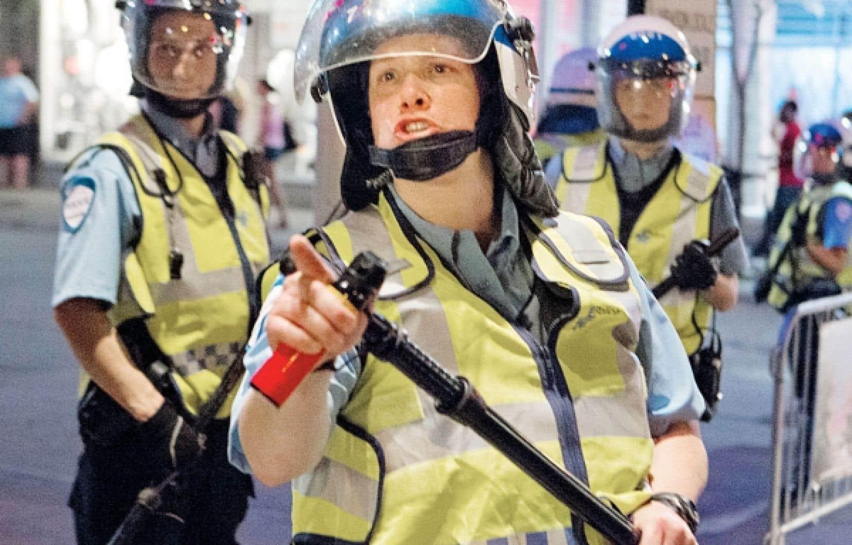 <div> L'agente Stéfanie Trudeau (matricule 728) lors d'une manifestation étudiante en mai dernier.</div>