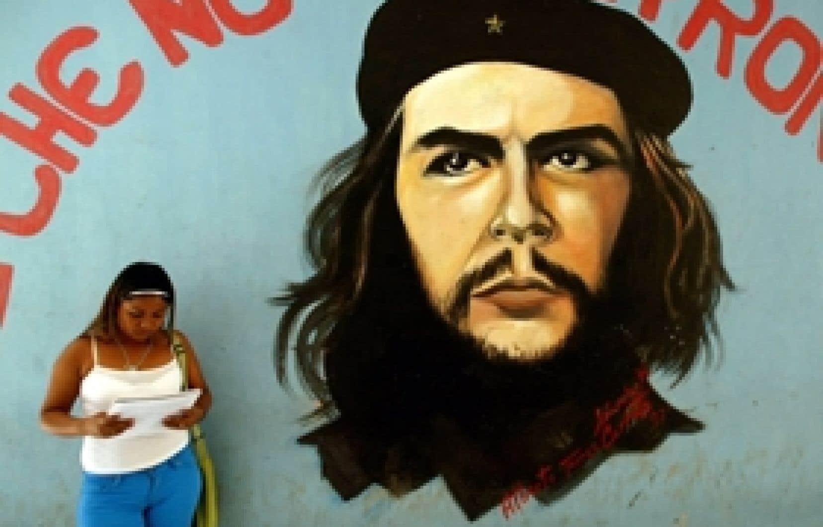 Une affiche de Che Guevara dans une rue de Managua, au Nicaragua