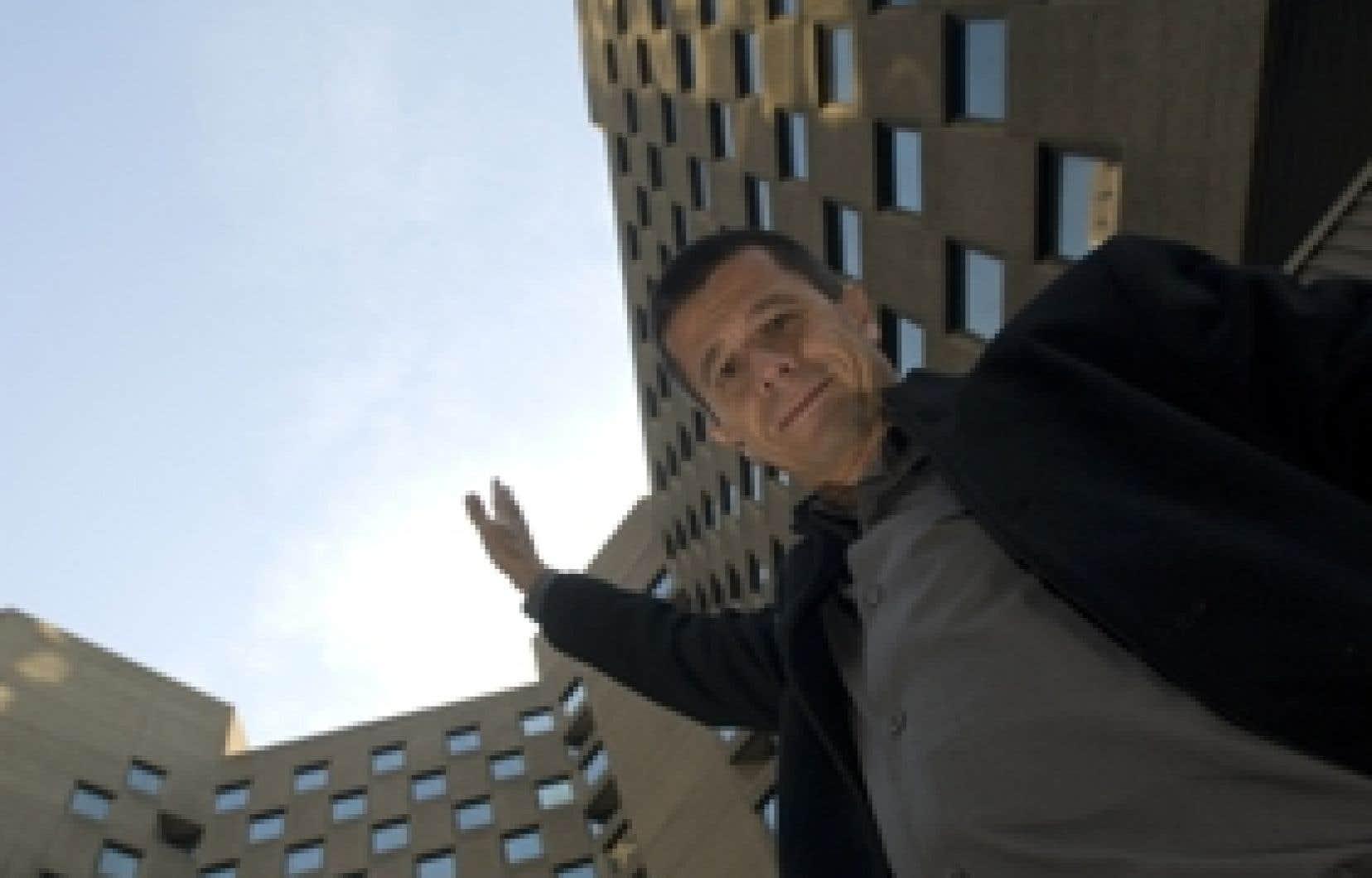 Emmanuel Carrère, 49 ans, adore que son film Retour à Kotelnitch soit bizarre, hirsute, atypique. Inclassable.