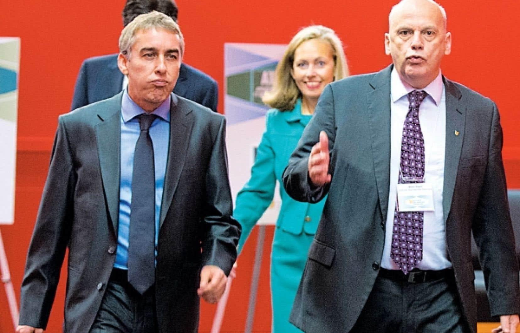 Le ministre des Finances, Nicolas Marceau, et le patron de l'AMF, Mario Albert, avec en arrière-plan, Monique Leroux, du Mouvement Desjardins.