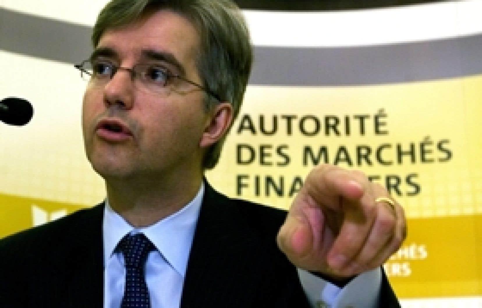 Pour le p.-d.g. de l'AMF, Jean St-Gelais, «les gens ne sont pas mûrs» pour une supervision de l'industrie de l'épargne collective par l'Association canadienne des courtiers en fonds mutuels.