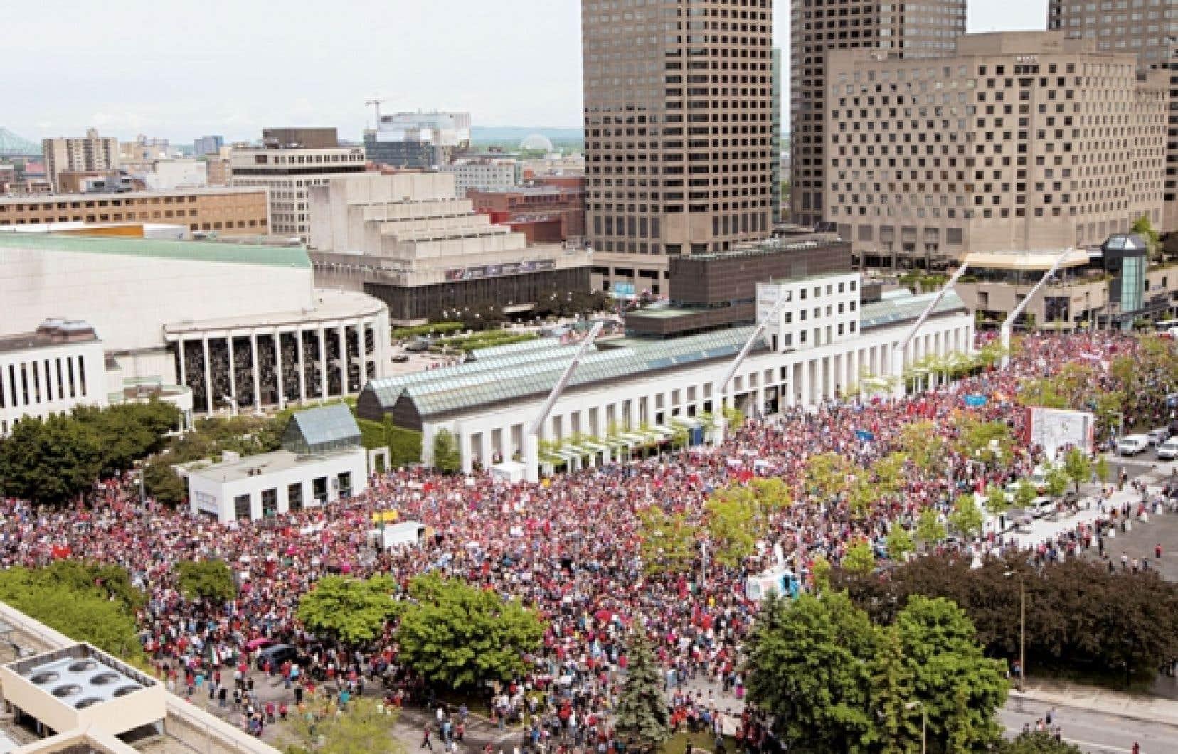 Le mouvement syndical, pourtant largement sympathique au mouvement étudiant, se révéla incapable de lui apporter un appui déterminant lors de la grande manifestation du 22 mai.