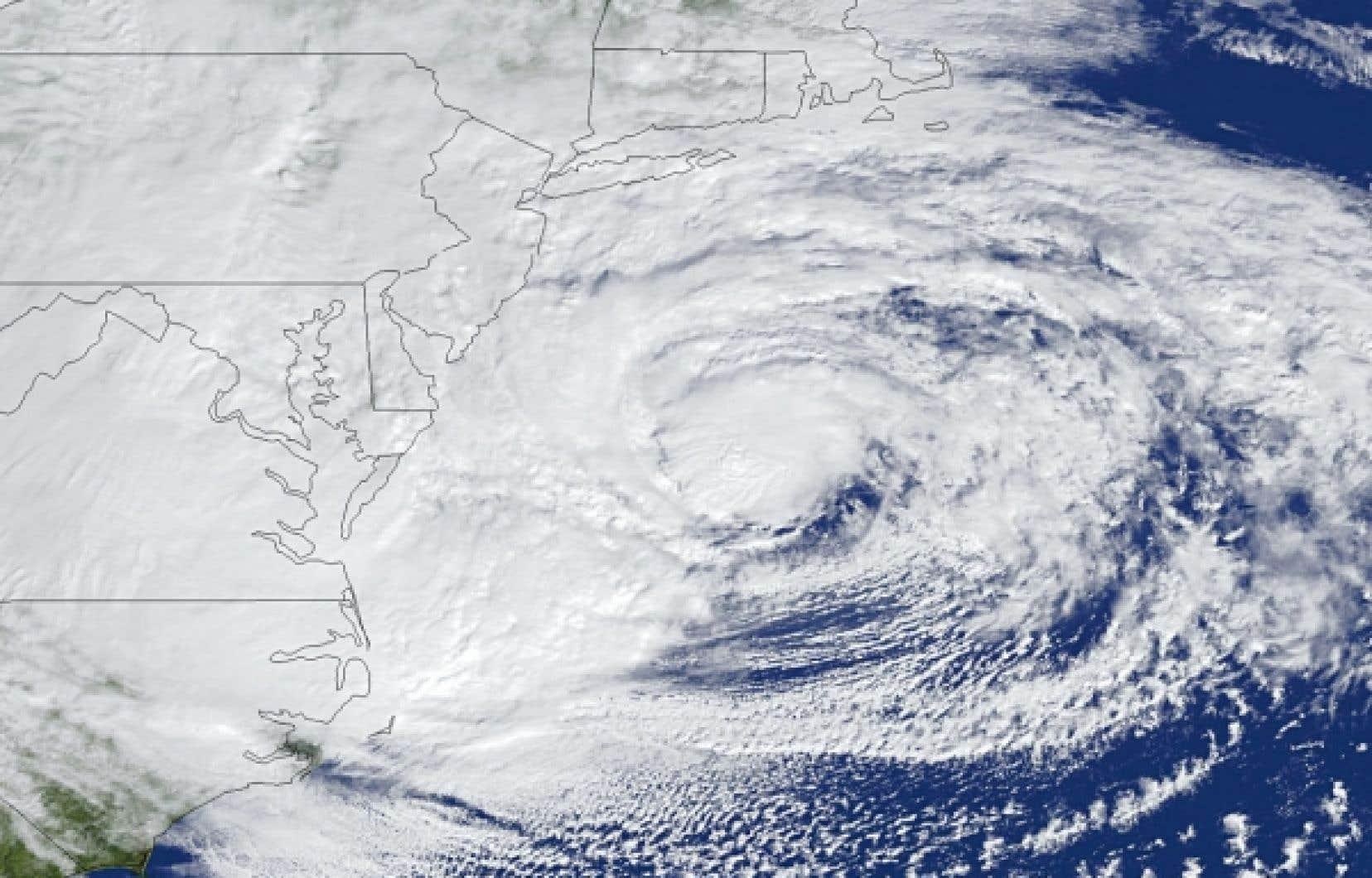 L'ouragan Sandy alors qu'il s'approchait des côtes américaines lundi.