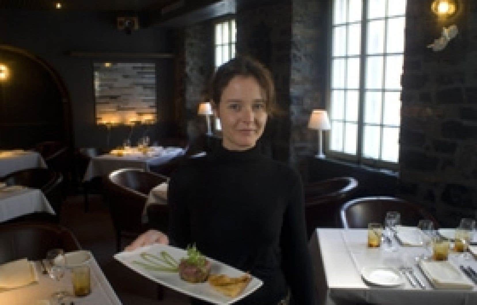 Caroline Loiseleux, maître d'hôtel au restaurant Le Club Chasse et Pêche à Montréal.