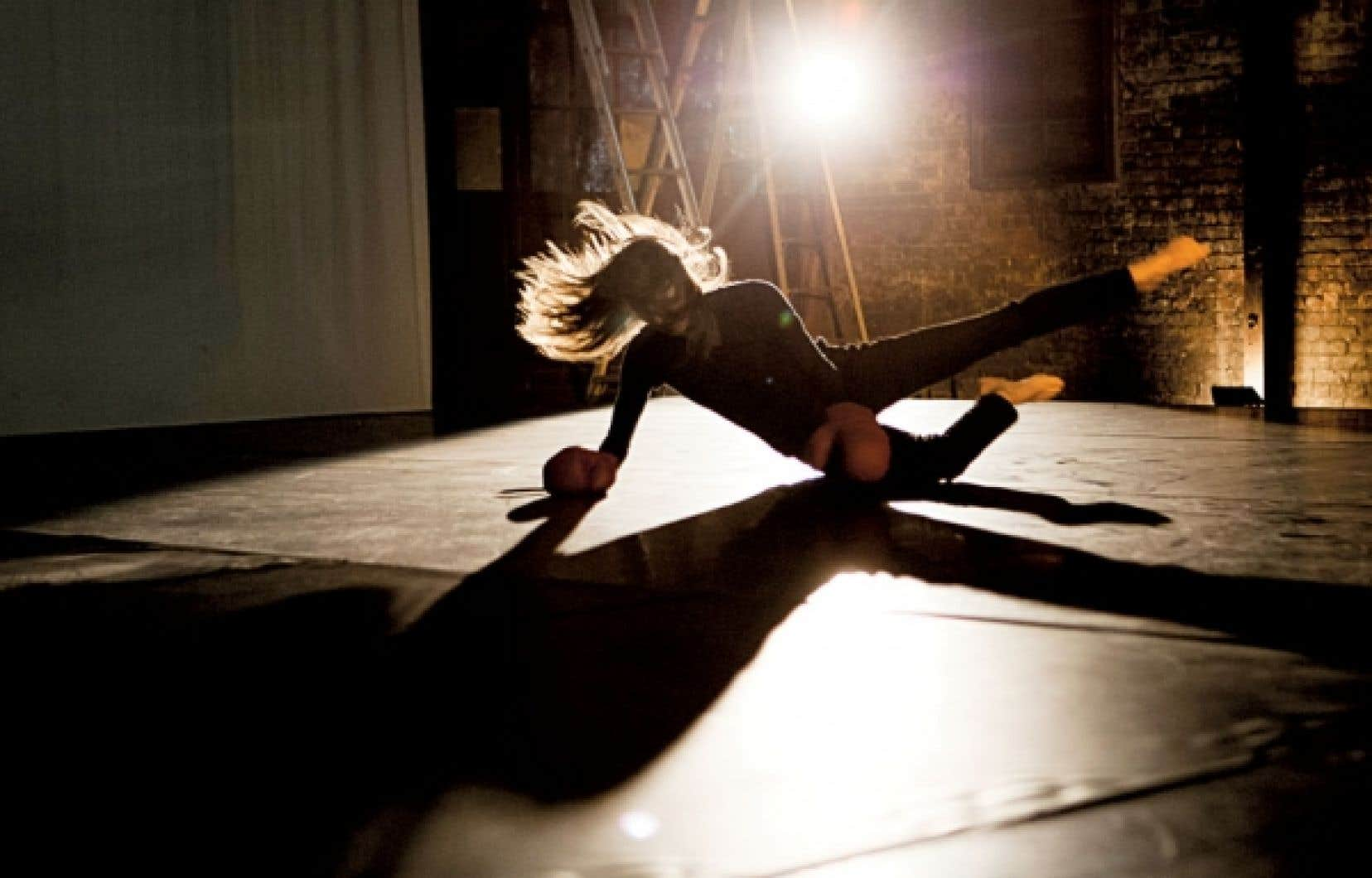 Depuis Quarantaine en 2004, avec une distribution toute féminine, mais surtout avec le pendant masculin Quarantaine 4 X 4 en 2008, Charmaine LeBlanc s'attarde à dévoiler l'intime et l'intimité des artistes avec lesquels elle travaille.