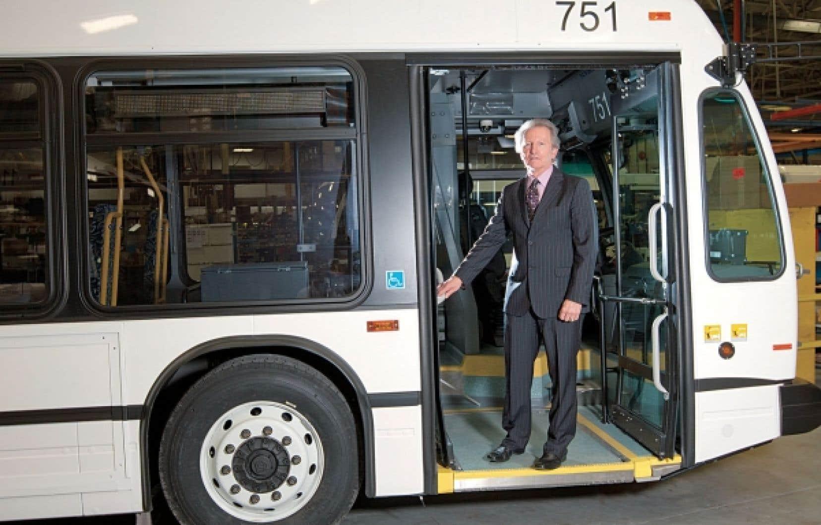 Pour Gilles Dion, l'avenir appartient à l'électromobilité. Il exclut de cette révolution les tramways et les trolleybus, qui ont besoin pour rouler d'une source permanente d'alimentation électrique extérieure, ce que l'ex-vice-président de Prévost considère comme faisant partie « des technologies archaïques ».