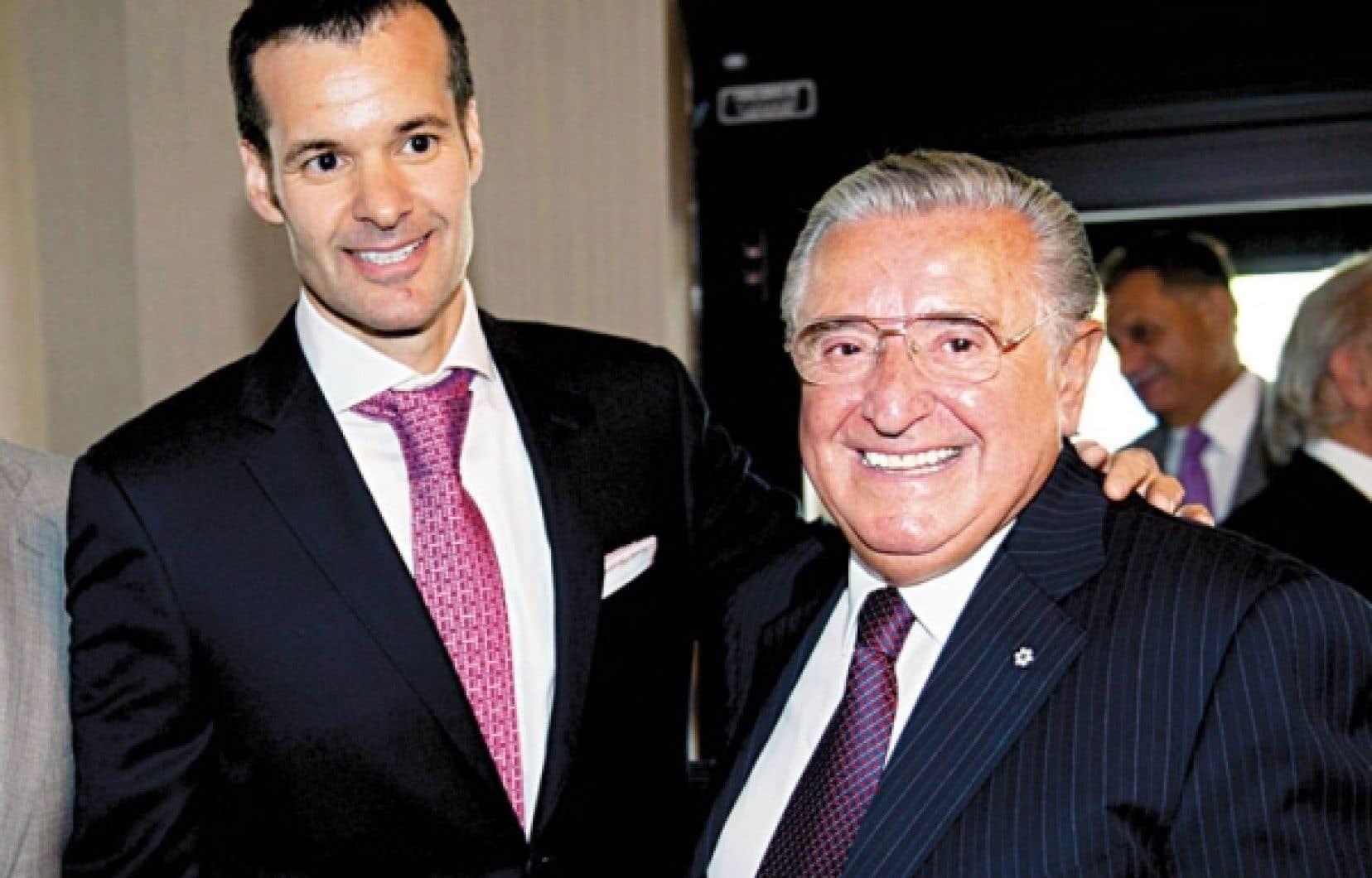Le président et chef de la direction de l'entreprise Saputo, Lino A. Saputo, Jr., en compagnie de son père, Lino Saputo, qui continue d'assurer la présidence du conseil d'administration.