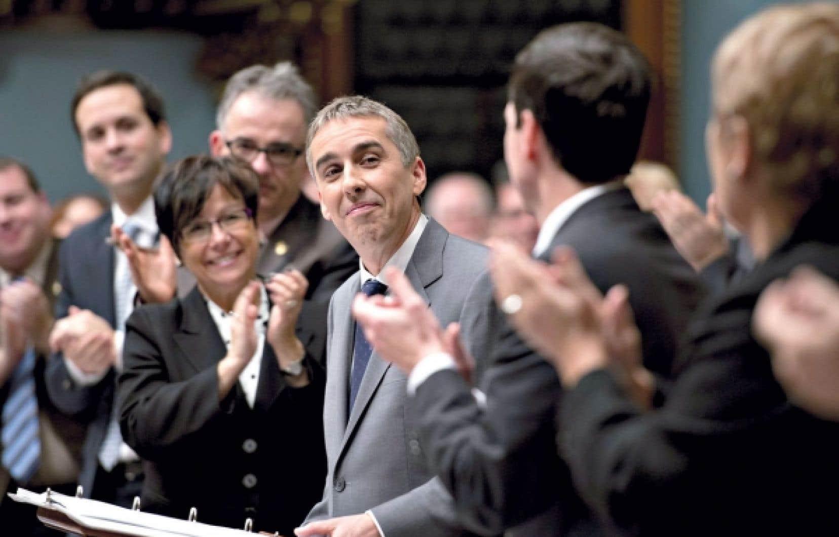 Le ministre des Finances, Nicolas Marceau, est applaudi pendant son discours du budget à l'Assemblée nationale.