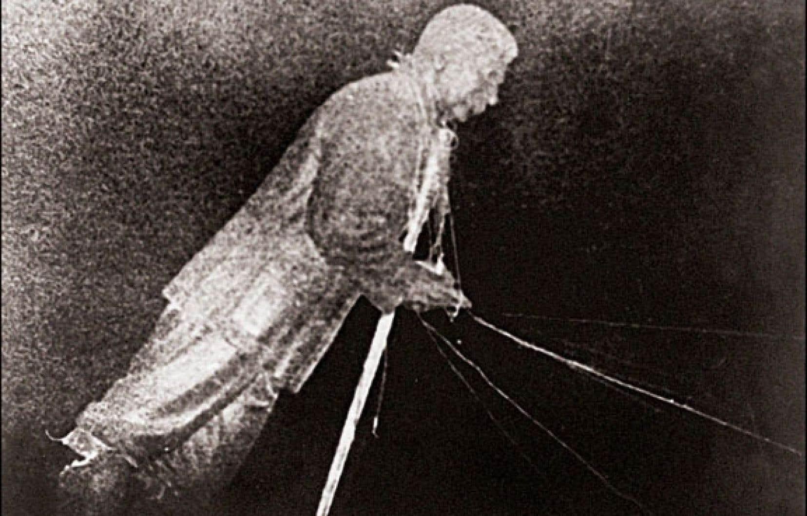 La statue de Staline renversée en 1956 à Budapest.