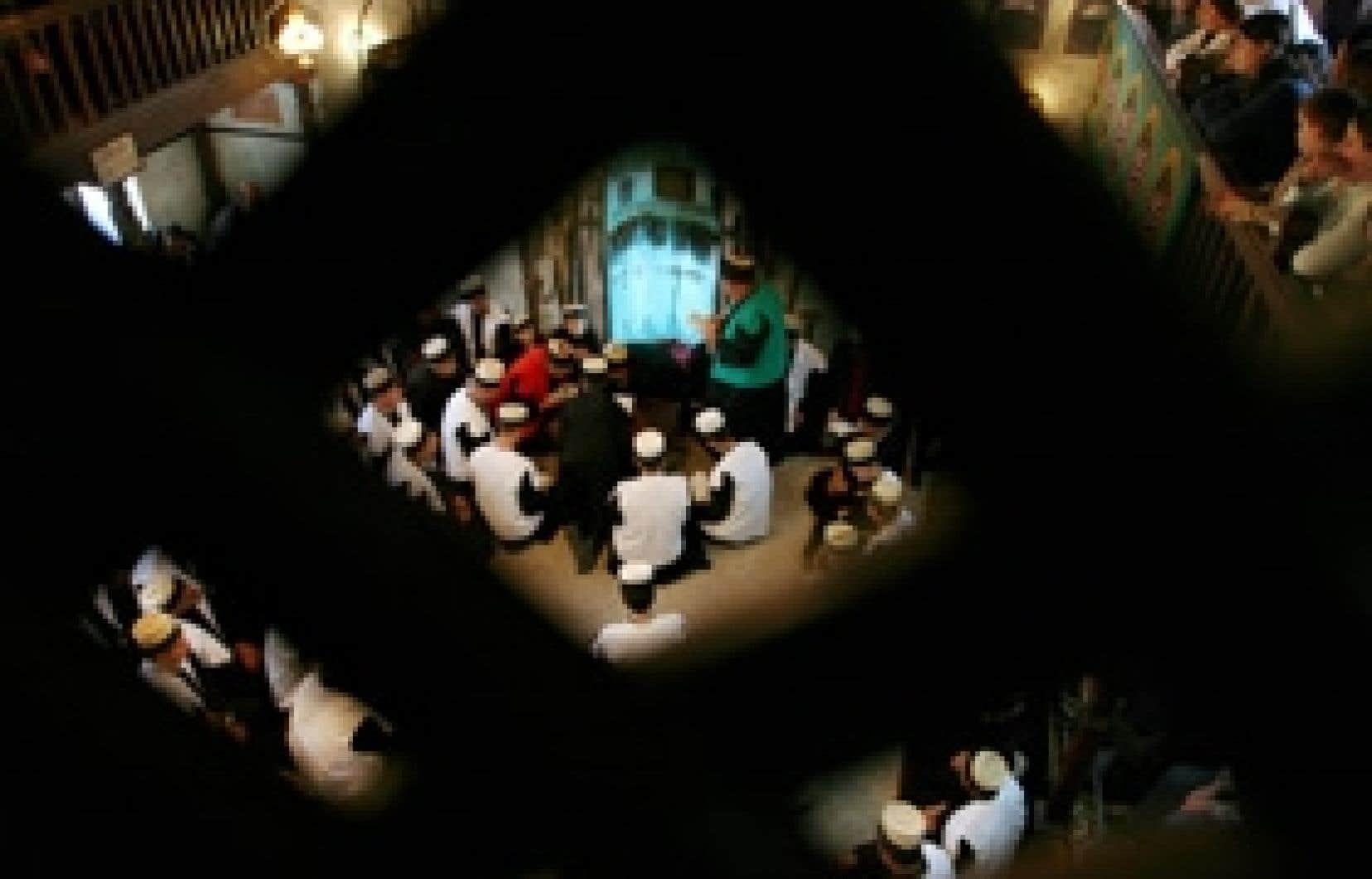 Le soufisme, qui trouve des adeptes autant chez les sunnites que chez les chiites, c'est l'islam de la profondeur spirituelle, de l'ouverture du coeur et de la réconciliation avec le sacré.