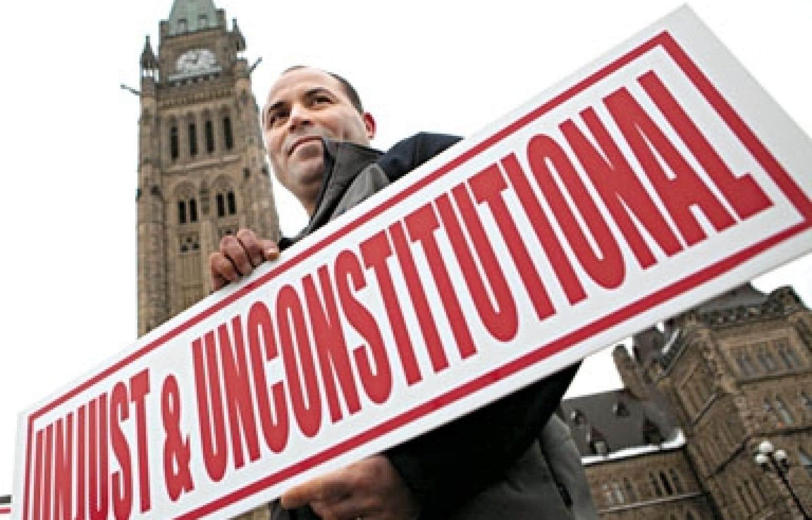Mohamed Harkat devant le Parlement, à Ottawa