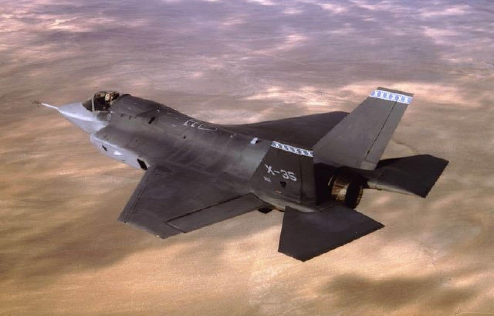 Les conservateurs ont finalement rendu public le détail des coûts nouvellement évalués des 65 avions de combat destinés à remplacer la flotte de CF-18 qui devaient être mis à la retraite d'ici 2020.