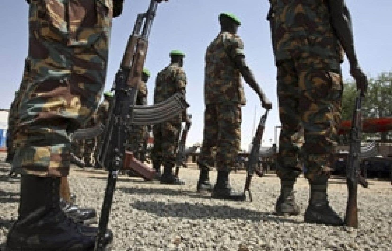 Des soldats de l'AMIS à l'entraînement. L'armée soudanaise a lancé hier une offensive contre Haskanita, en représailles au raid qui a tué dix soldats de cette force de maintien de la paix.