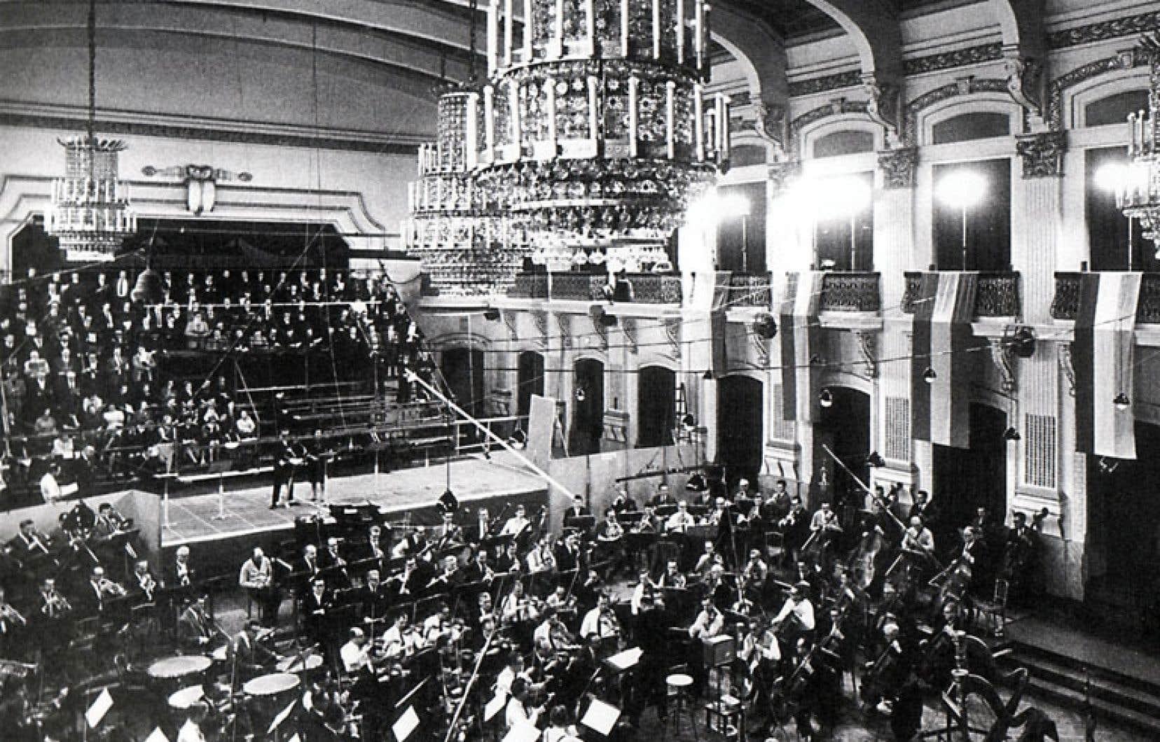 <div> Le Sofiensaal lors de l'enregistrement du Crépuscule des dieux. Photo tirée de l'édition de luxe de l'enregistrement Decca du Ring des Nibelungen de Wagner par Georg Solti.</div>