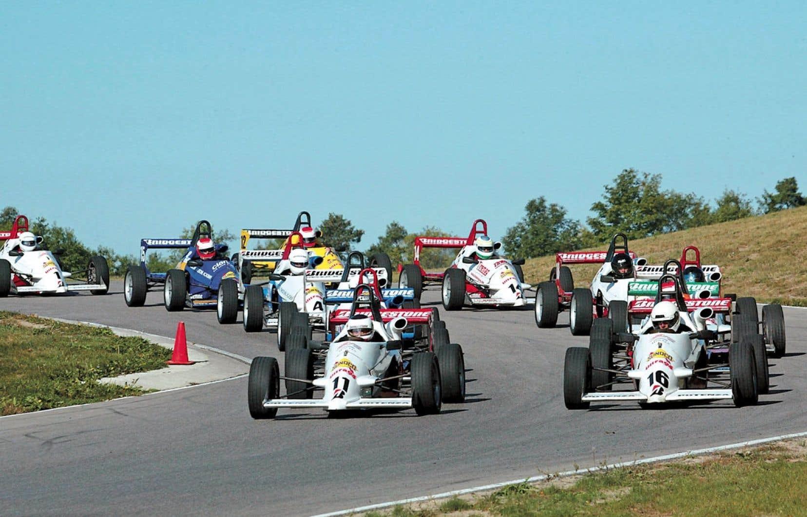 <div> On peut toujours rêver d'une voiture de course, mais il serait sans doute plus raisonnable de demander au père Noël un cours de pilotage.</div>