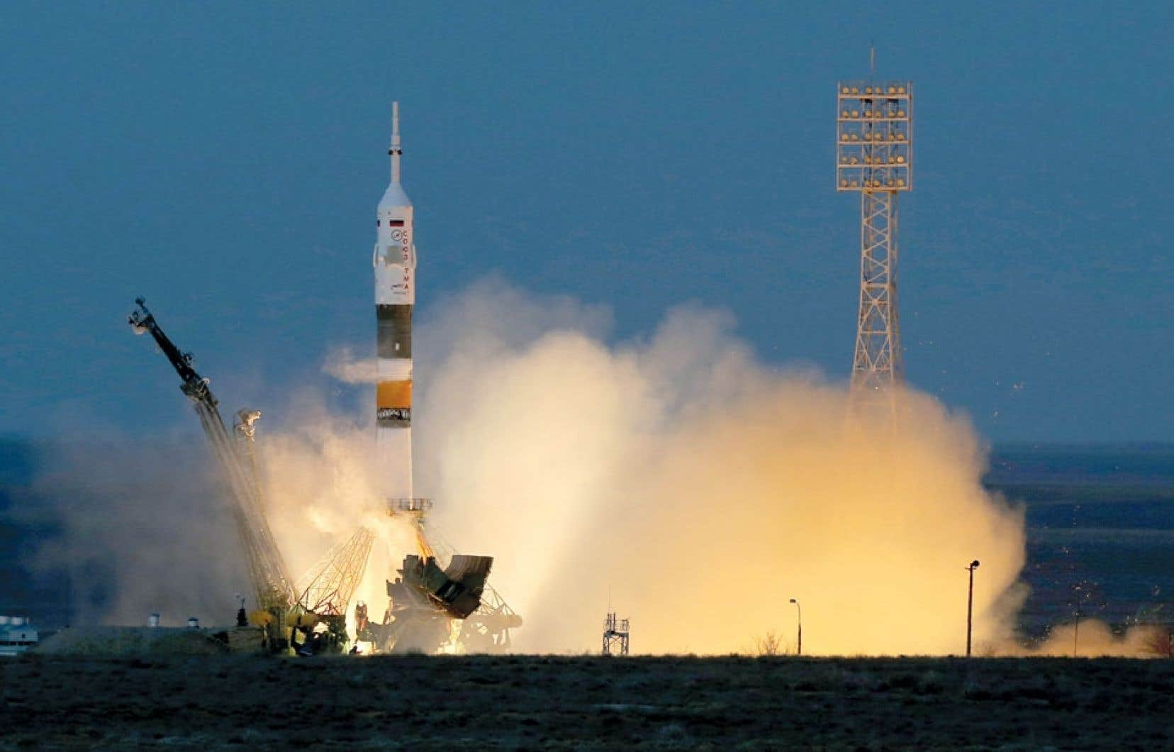 Le décollage de la capsule russe Soyouz s'est déroulé sans embûche. L'engin voyagera pendant deux jours avant d'atteindre la Station spatiale internationale.