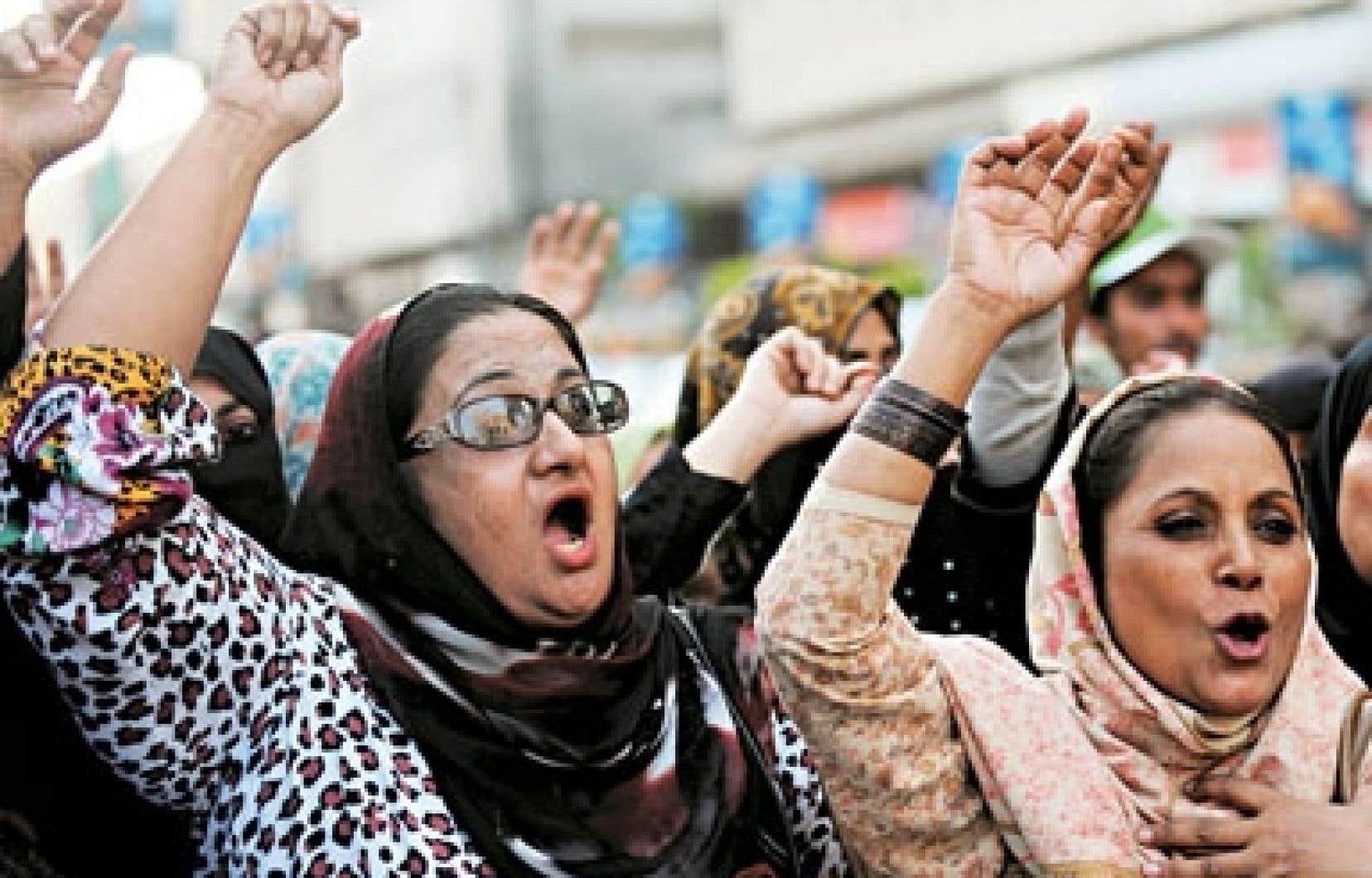 Des travailleuses de la santé pakistanaises ont protesté contre les assassinats de confrères de travail.