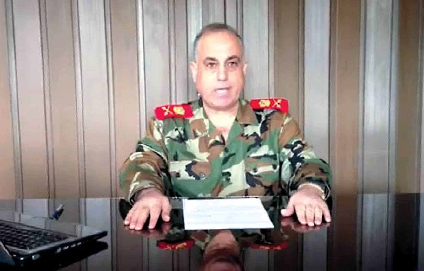 Le commandant de la police militaire syrienne, le général Abdel Aziz Jassem al-Challal, a annoncé sa démission mercredi.