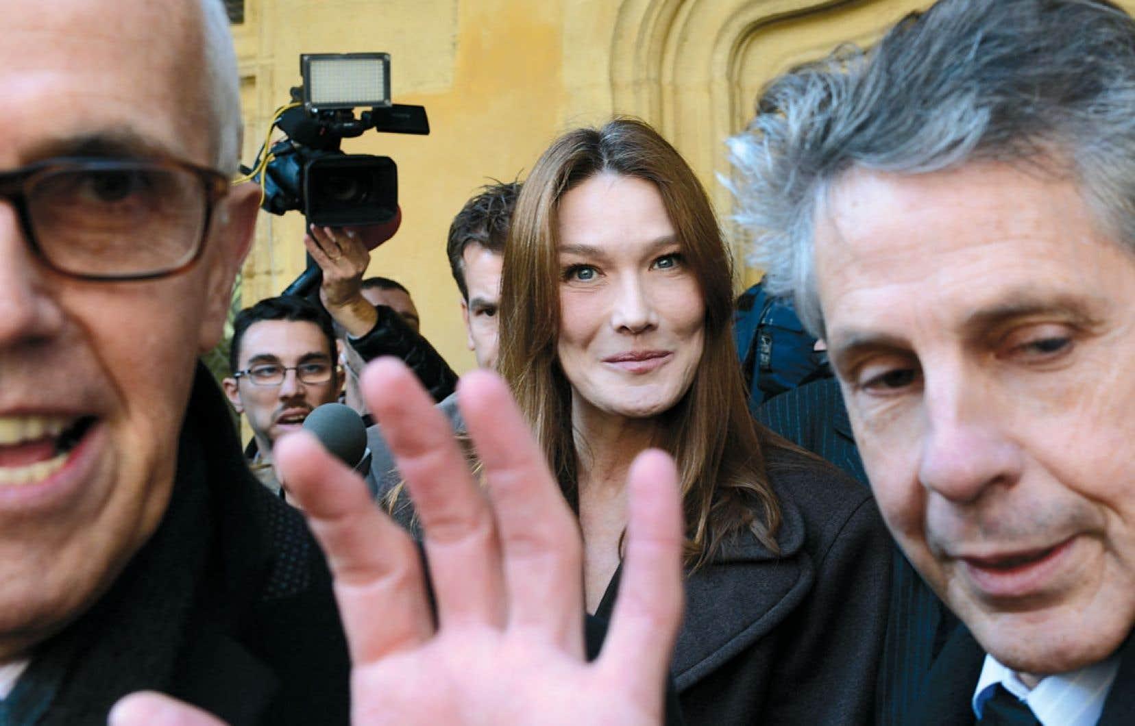 Carla Bruni-Sarkozy, qu'elle le veuille ou non, est une femme publique. Elle n'est pas une nobody, elle est une star.