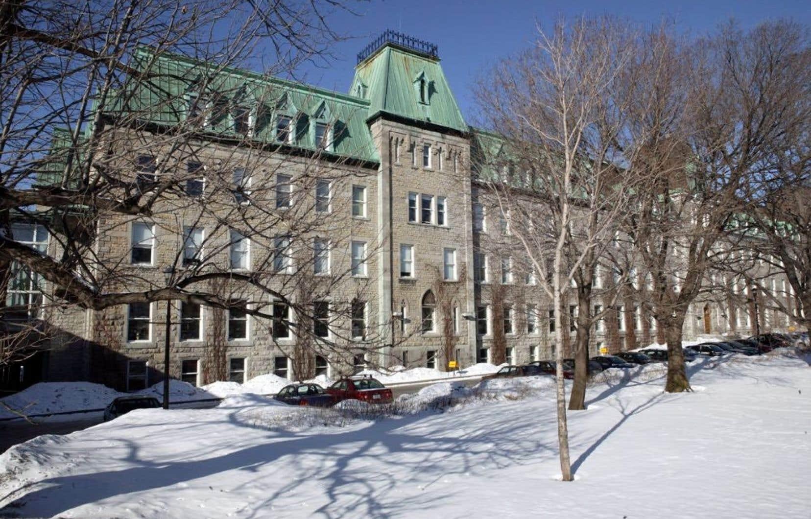 La Congrégation de Sainte-Croix s'était engagée en 2011 à présenter des excuses et à verser jusqu'à concurrence de 18 millions $ à des étudiants qui ont subi des sévices sexuels, notamment au Collège Notre-Dame de Montréal (notre photo), entre 1950 et 2001.