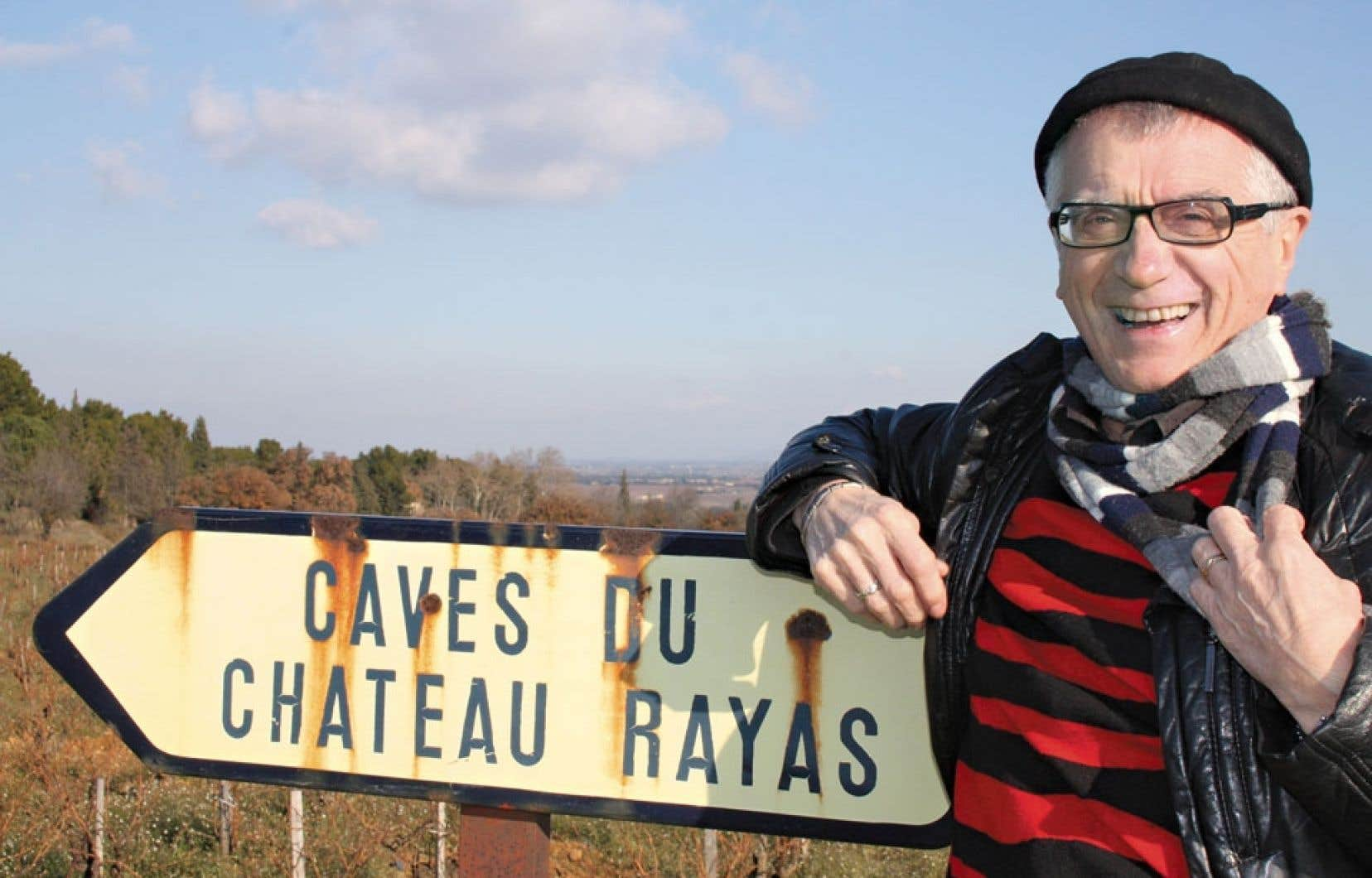 Jean Parent : Il faut alors voir la tête des vignerons lorsqu'il descend de vélo, chez eux, en short, pourvu d'un accent québécois à vous retrousser ce qu'il vous reste de pantalon !