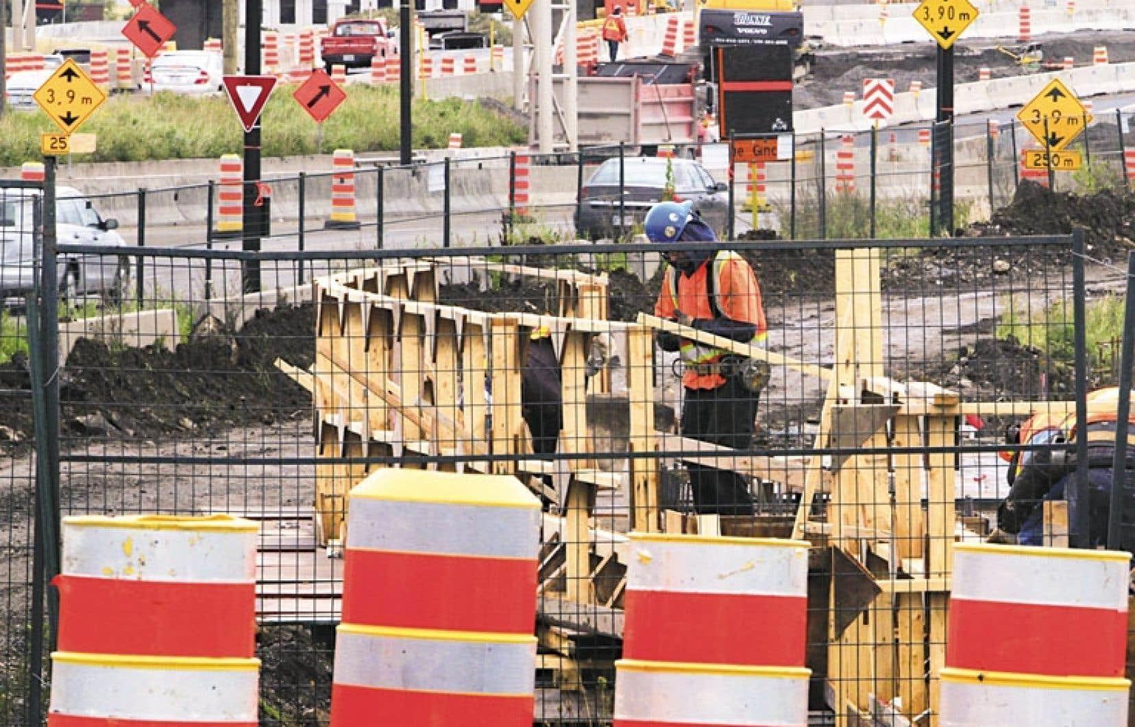 L'augmentation substantielle du nombre de chantiers, combinée à une réduction du personnel et à une perte d'expertise au sein du ministère des Transports du Québec, pourrait conduire à des problèmes d'éthique et de gouvernance, soutenait en 2008 le vérificateur interne Thomas Gagnon.