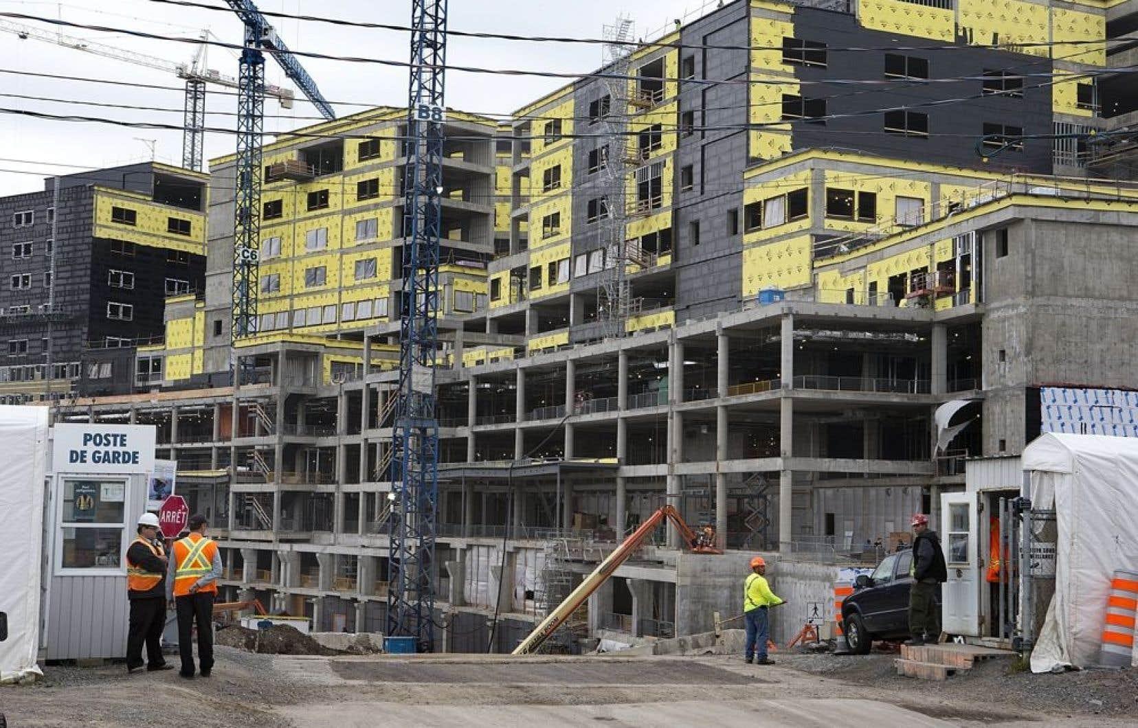 Parmi les contrats visés, on en retrouve deux concernant le développement du Centre universitaire de santé McGill (CUSM).