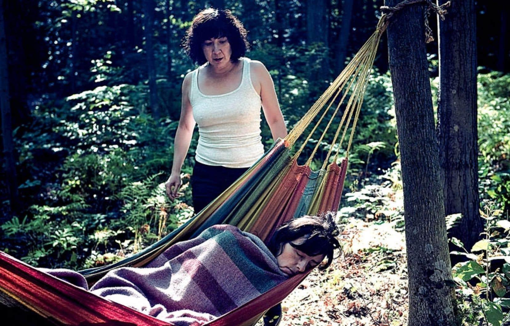 <div> Dans le film de Denis C&ocirc;t&eacute;, deux ex-d&eacute;tenues se retrouvent dans une cabane &agrave; sucre inutilis&eacute;e au fond des bois.</div>