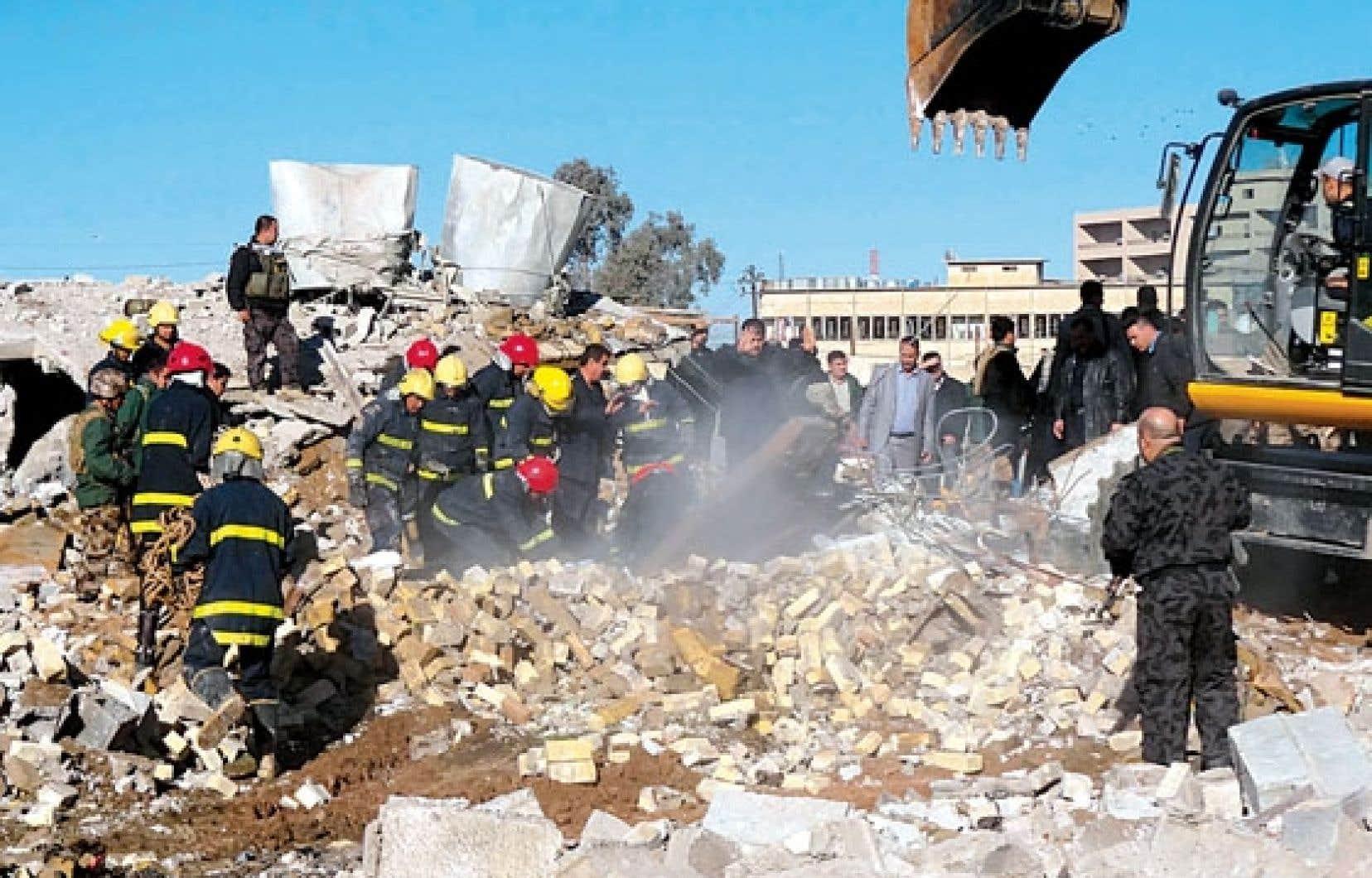 Des secouristes fouillaient mercredi les décombres à Kirkouk à la suite d'une explosion.