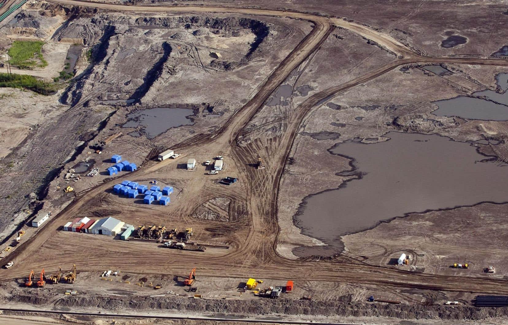Le Canada fait partie du problème, selon le rapport du groupe écologiste. L'exploitation des sables bitumineux se trouverait en effet au cinquième rang des pires projets en matière d'émissions de carbone, avec 420 millions de tonnes par année en 2020.