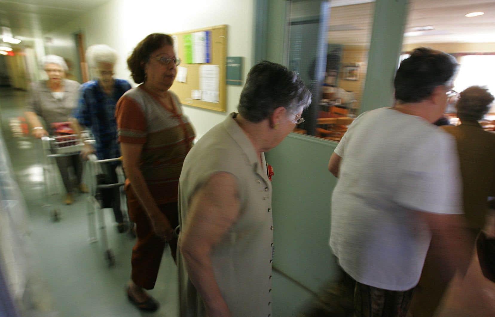 Le Regroupement québécois des résidences pour aînés (RQRA) a fait appel à la Corporation de l'industrie touristique du Québec (CITQ) pour élaborer un système de classification étoilé à appliquer aux résidences pour aînés.