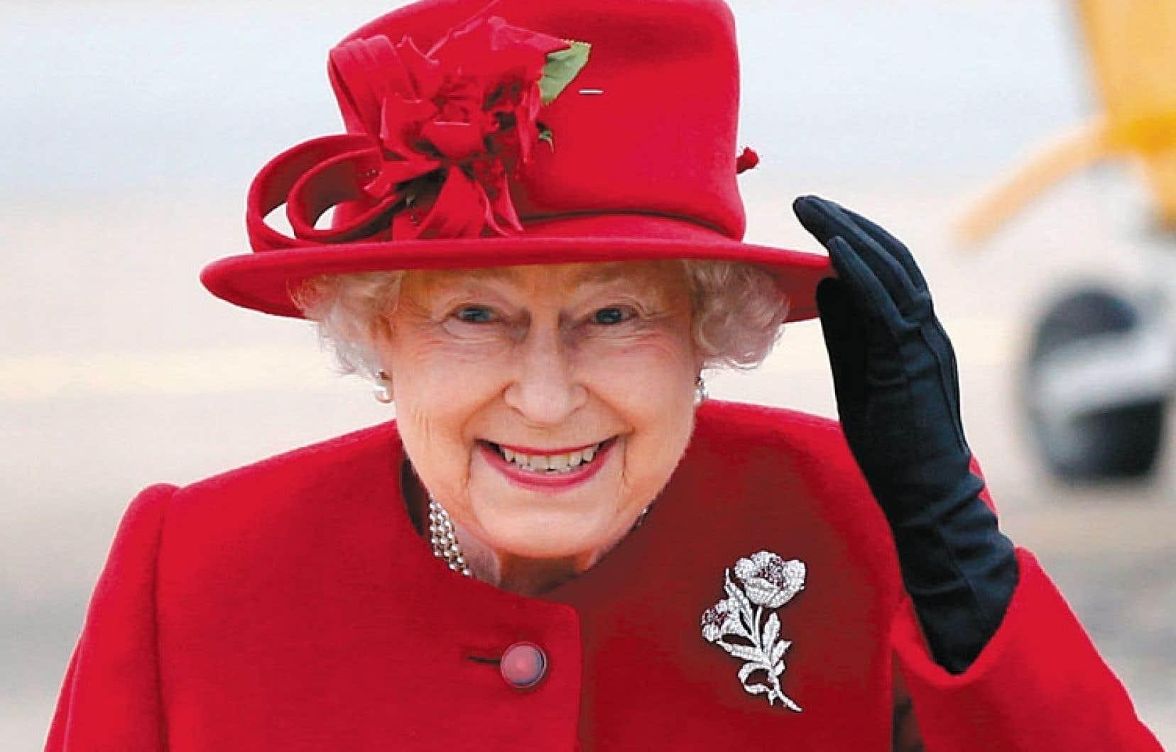 Londres s'est engagé dans un processus de modification des règles de succession au trône britannique afin d'éliminer la discrimination qui pénalisait les filles. Si Elizabeth II a pu y accéder, c'est parce qu'elle n'avait pas de frère.