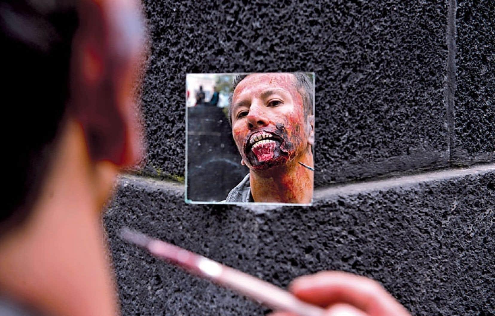 Figure « extrême et décalée » de notre culture, le zombie contemporain est partout. Il a ses défilés annuels, comme ci-haut au Mexique, est un habitué des écrans des multiplex.