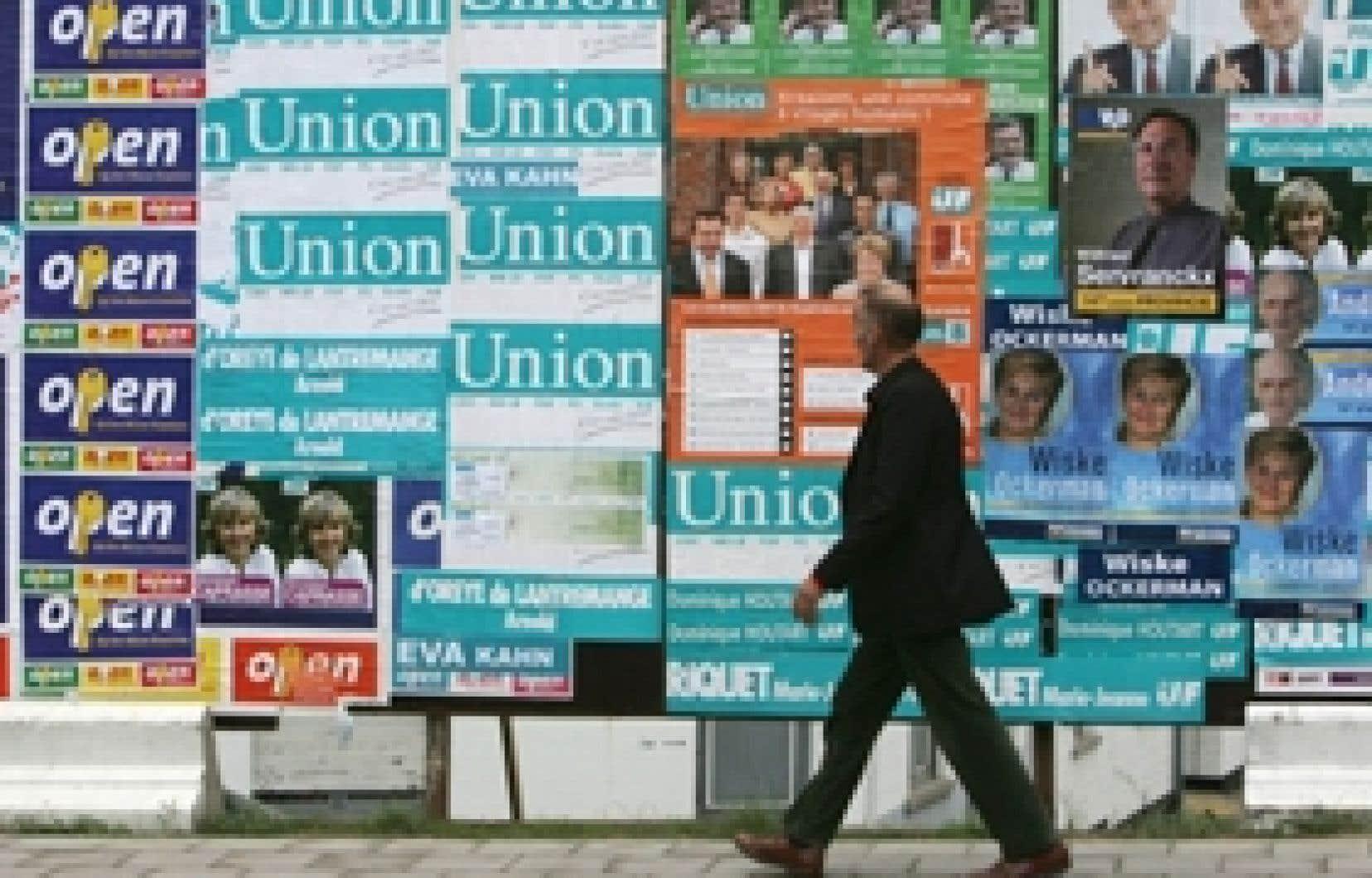 La dernière élection a provoqué une sévère crise politique.