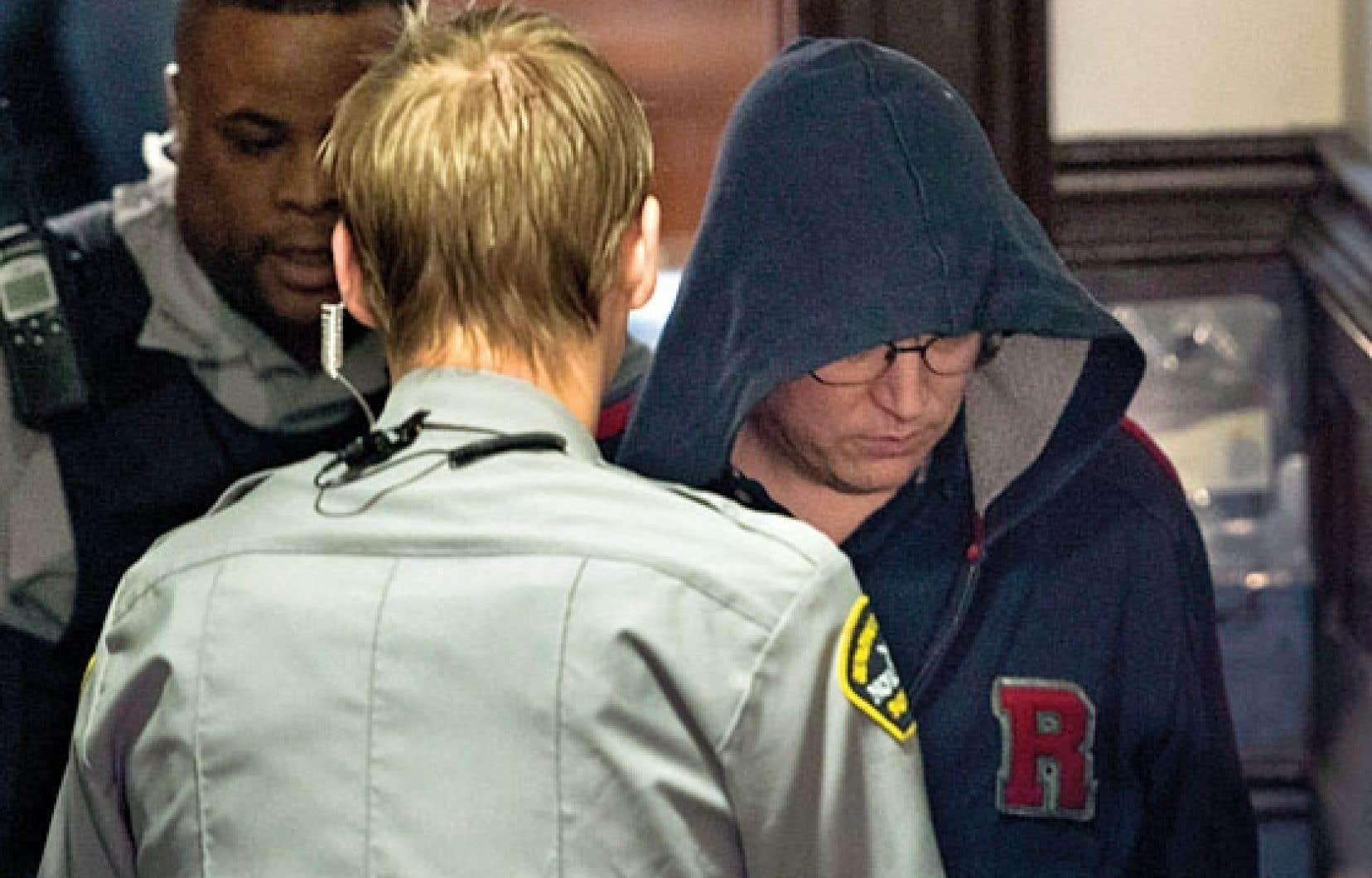 Jeffrey Paul Delisle est la première personne au Canada à être accusée en vertu de la Loi sur la protection de l'information, adoptée par la Chambre des communes après les attentats du 11 septembre 2001 aux États-Unis.