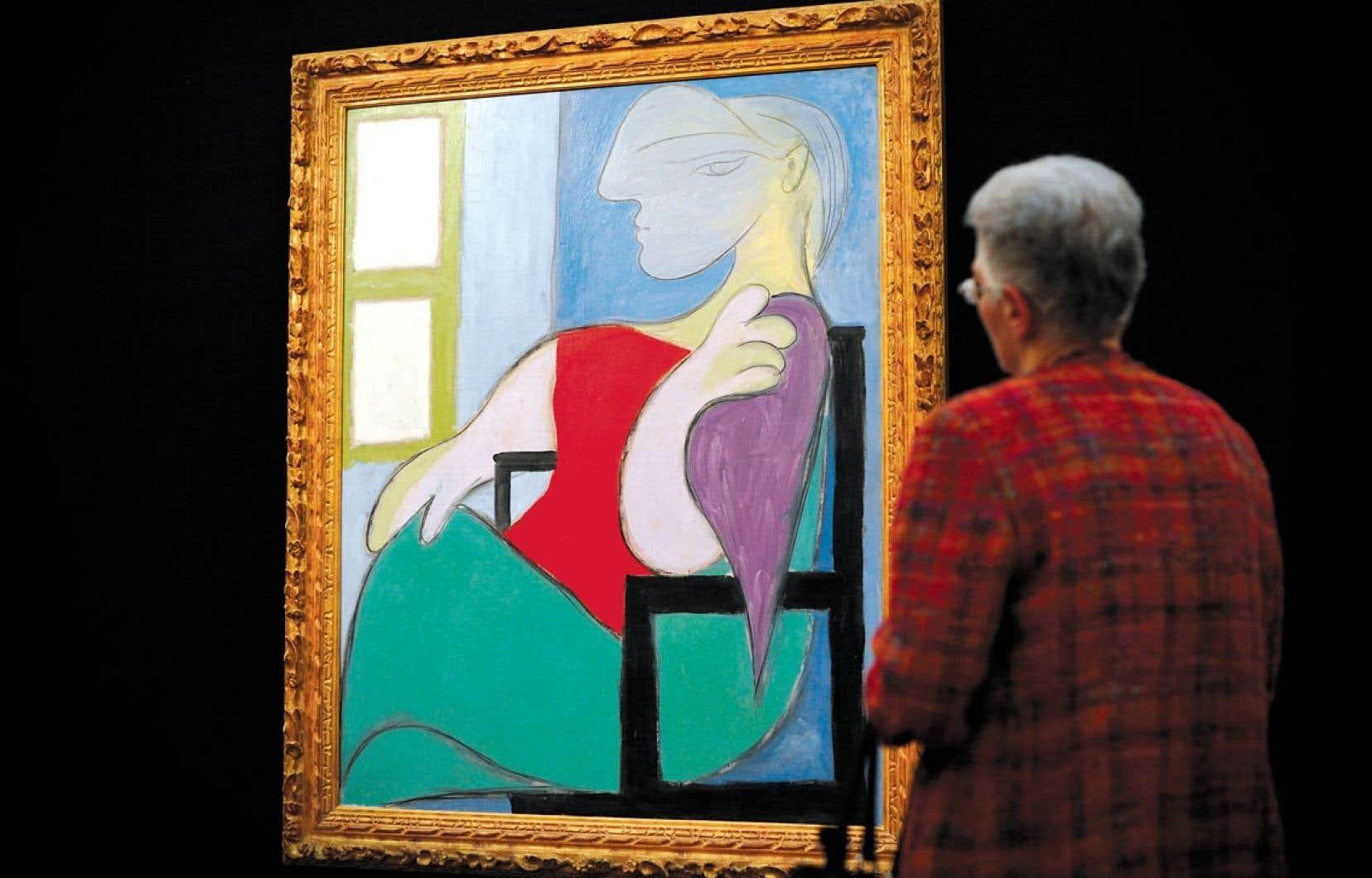 Peint en 1932, Femme assise près de la fenêtre est l'un des nombreux portraits que Picasso a peints de Marie-Thérèse Walter. Sotheby's a estimé que la valeur du tableau se situait entre 40 et 55 millions de dollars, une évaluation qui aurait dû être plus conservatrice selon plusieurs experts.