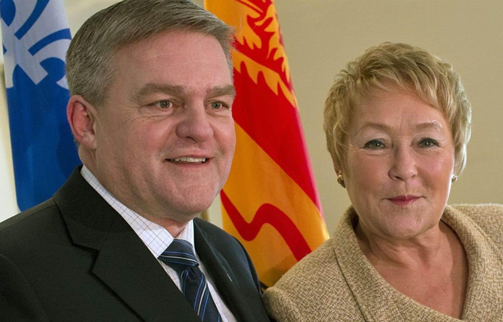 La première ministre du Québec, Pauline Marois, et son homologue du Nouveau-Brunswick, David Alward, lundi, à Montréal. Ils ont convenu de mettre sur pied un groupe de travail pour étudier un projet d'oléoduc qui transporterait du pétrole des sables bitumineux albertains.