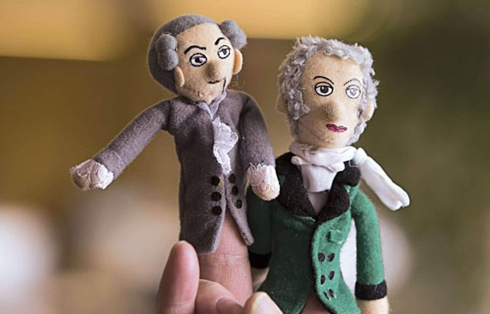 Des géants de la philosophie allemande en petits formats. À droite, la marionnette de doigt de Hegel, à gauche, celle de Kant qui disait : « Penserions-nous beaucoup et penserions-nous bien si nous ne pensions pas pour ainsi dire en commun avec d'autres ? »