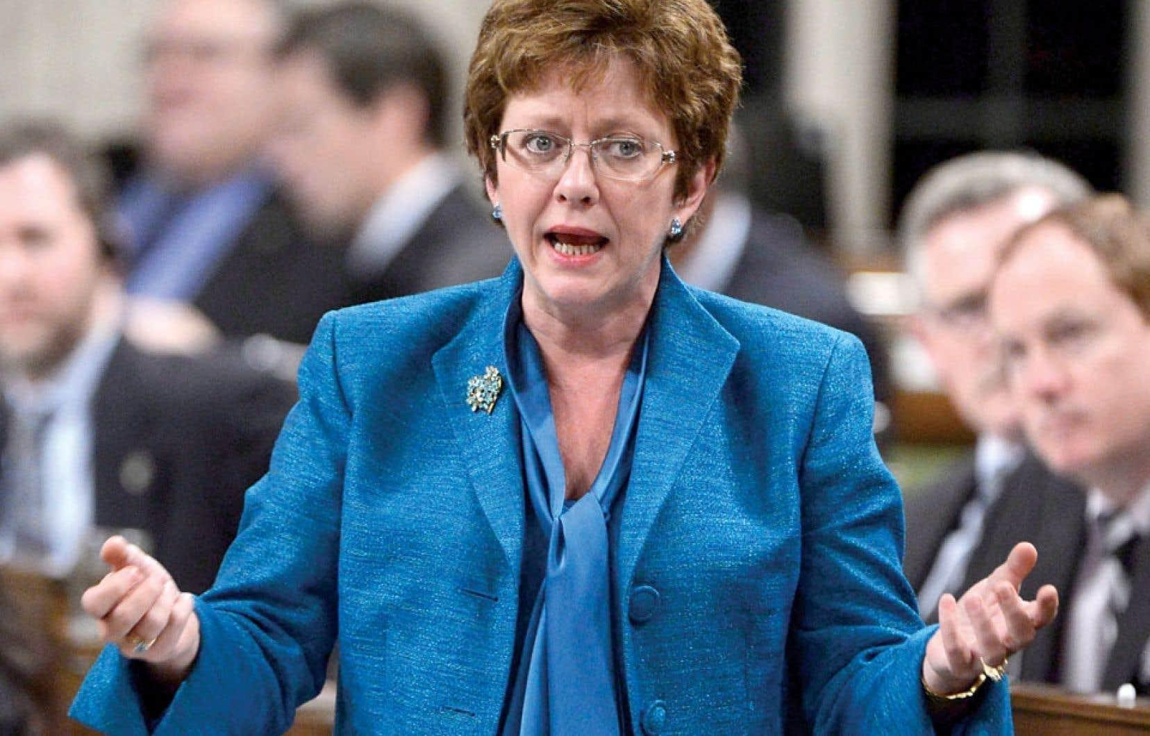 La ministre Diane Finley a été forcée de se lever pour répondre au feu roulant de critiques.