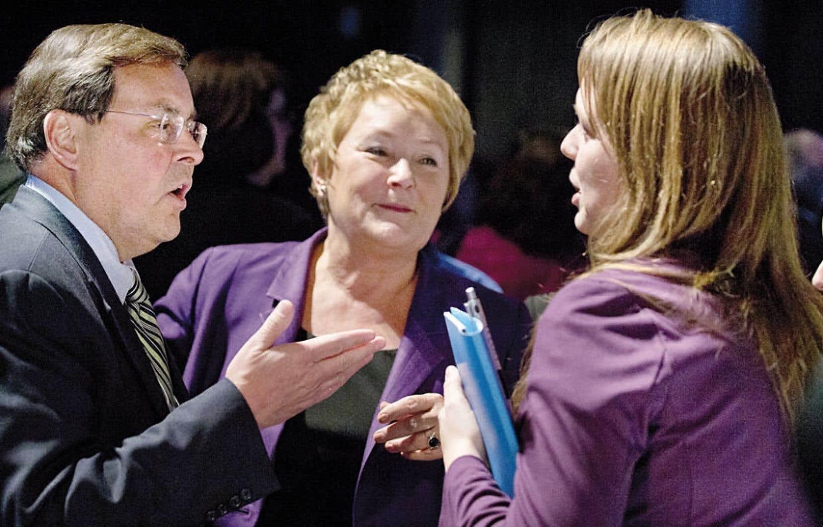 Le recteur de l'UdeM, Guy Breton, en compagnie de Pauline Marois et de Martine Desjardins lors du Sommet.