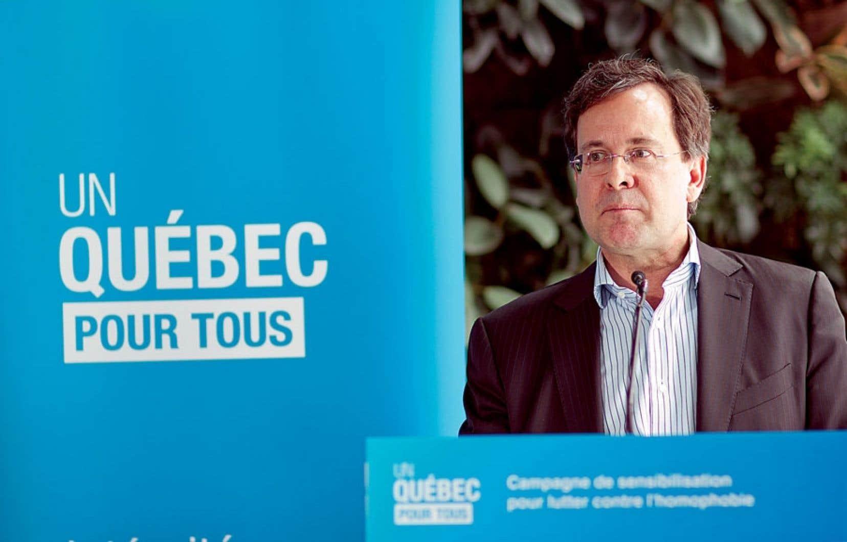 La campagne annoncée dimanche par le ministre de la Justice, Bertrand St-Arnaud, s'articule autour de deux publicités télévisées présentant des couples homosexuels dans des scènes de la vie quotidienne.