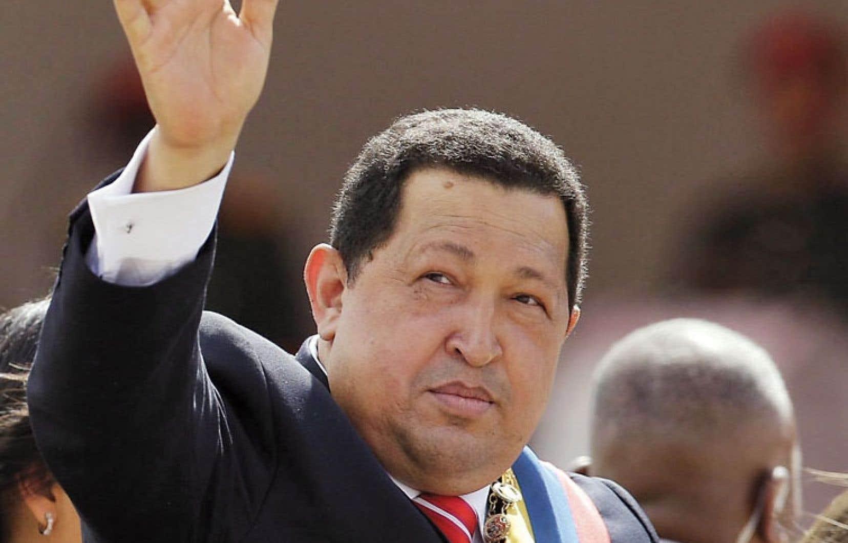 Le président vénézuélien Hugo Chávez saluant la foule lors de la célébration de l'anniversaire de l'indépendance, en juillet dernier, à Caracas. Le grand leader de la gauche latino-américaine s'est éteint mardi à 58 ans.