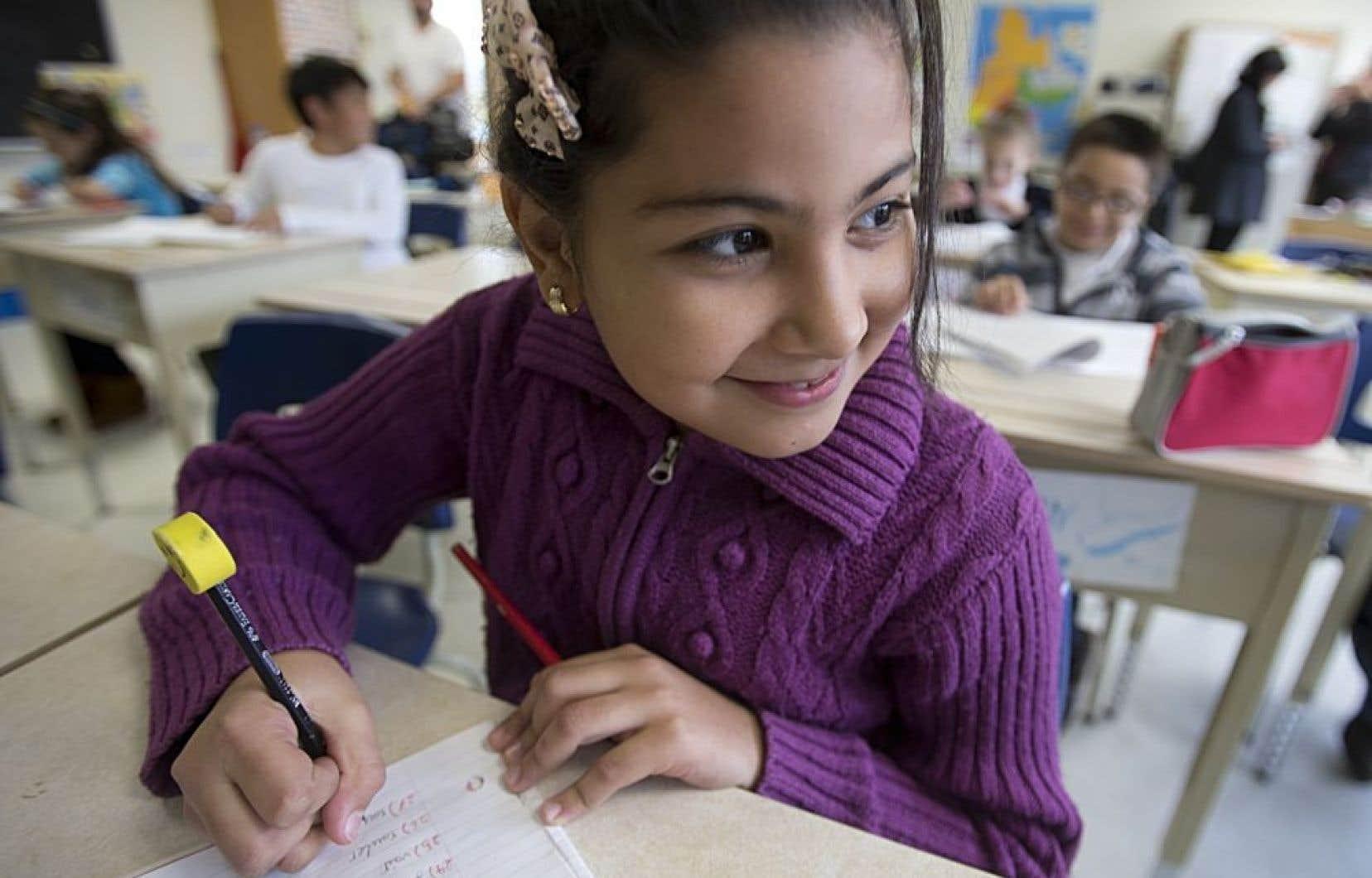 La ministre de l'Éducation, Marie Malavoy, a annoncé jeudi qu'elle levait l'obligation qui était faite aux écoles primaires francophones d'offrir l'anglais intensif.