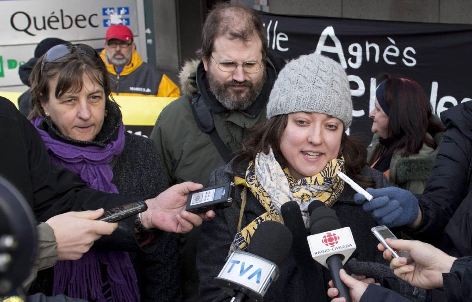 Amélie Châteauneuf, du Front commun des personnes assistées sociales du Québec, s'avouait inquiète à la suite de sa rencontre avec la ministre Agnès Maltais. Selon elle, la ministre a avoué « qu'elle était bien consciente qu'avec le projet actuel de réforme [de l'aide sociale], il était possible qu'elle échappe des personnes ».